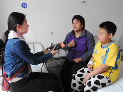 王炳森母子接受采访